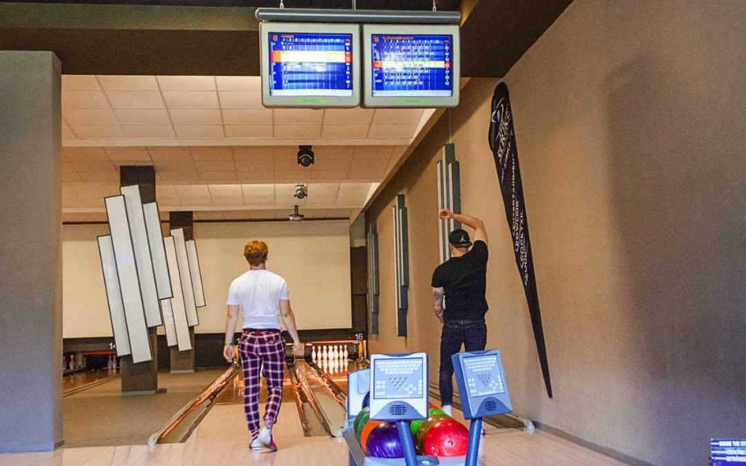 Strike! Wir räumen beim Bowling ab